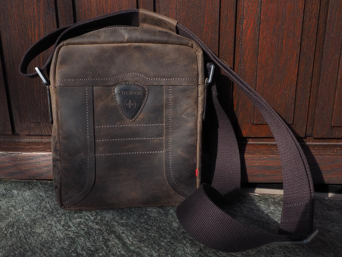 Tmavá kožená taška